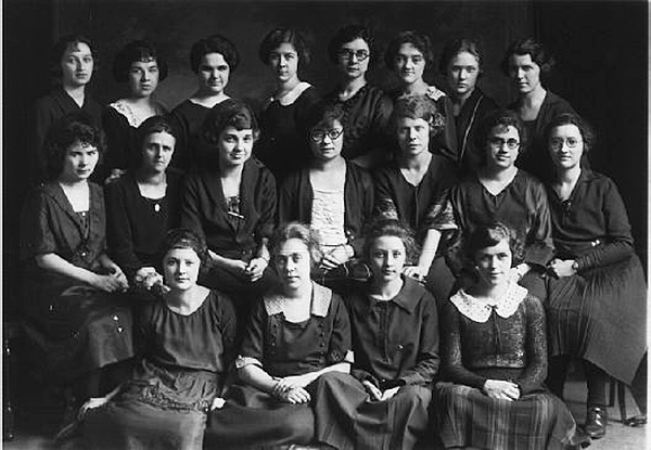 Members of Kappa Pi Epsilon sorority, 1922